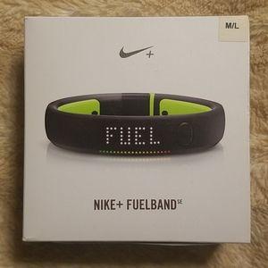 NIB Nike + Fuelband M/L Black Volt
